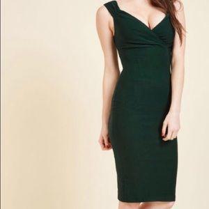 Mod cloth dress. Dark green. Zipper back.